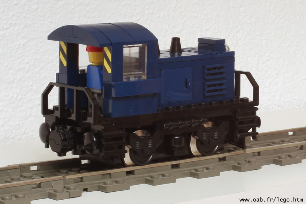 petite locomotive Lego dark blue